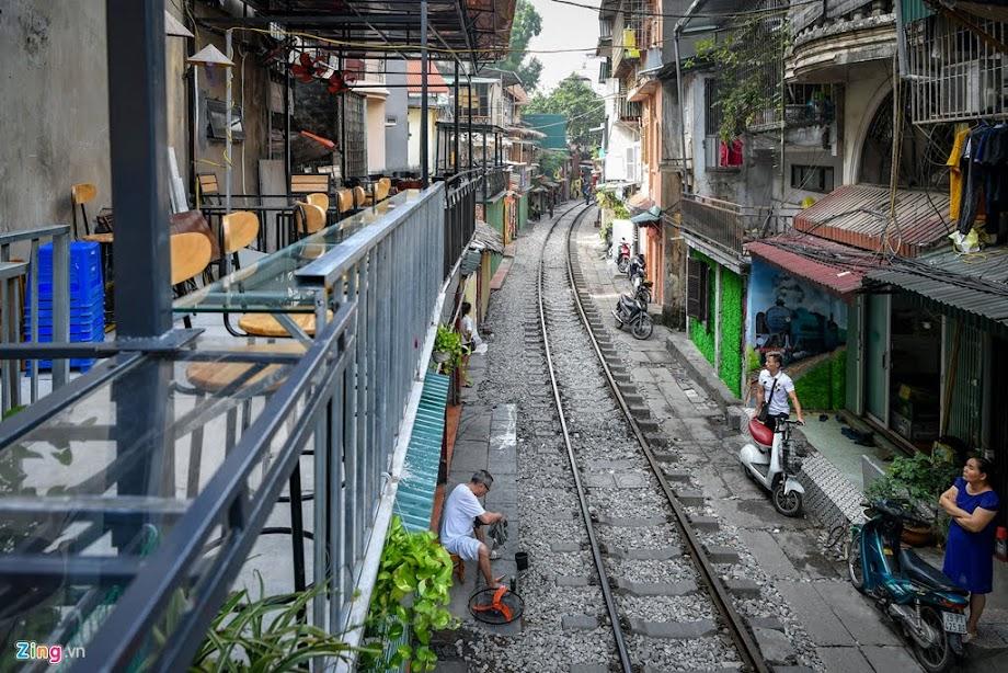 Từ 10/10, xóm cà phê đường tàu Phùng Hưng bị đóng cửa. Ảnh: Việt Linh.