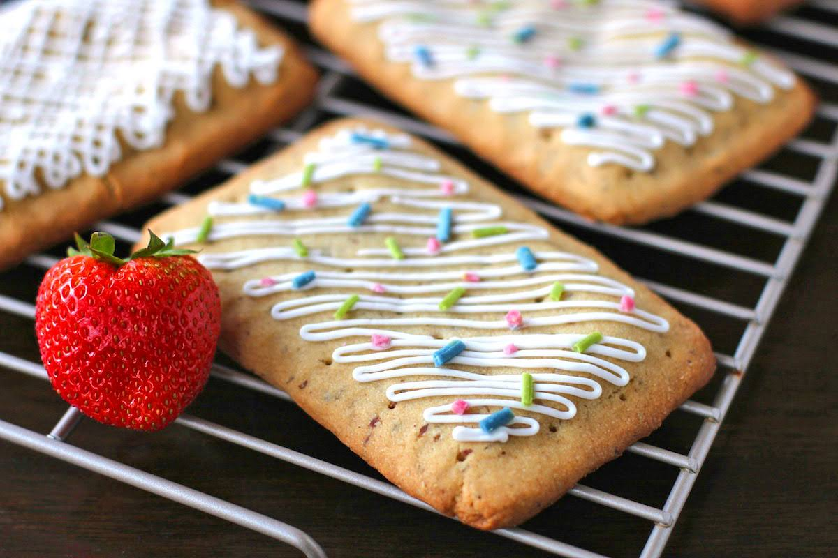 Healthy Homemade Pop Tarts (refined sugar free, gluten free, vegan)