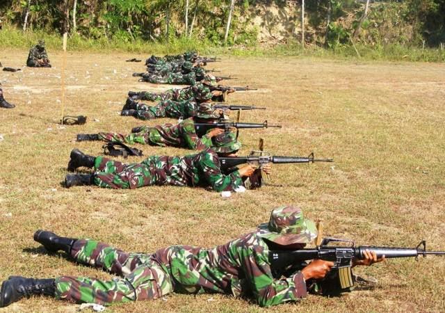 Sinar Ngawi: Prajurit TNI gelar Latihan Menembak Senjata Ringan
