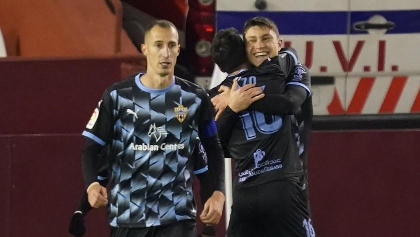 Cuenca se abraza a Lazo.