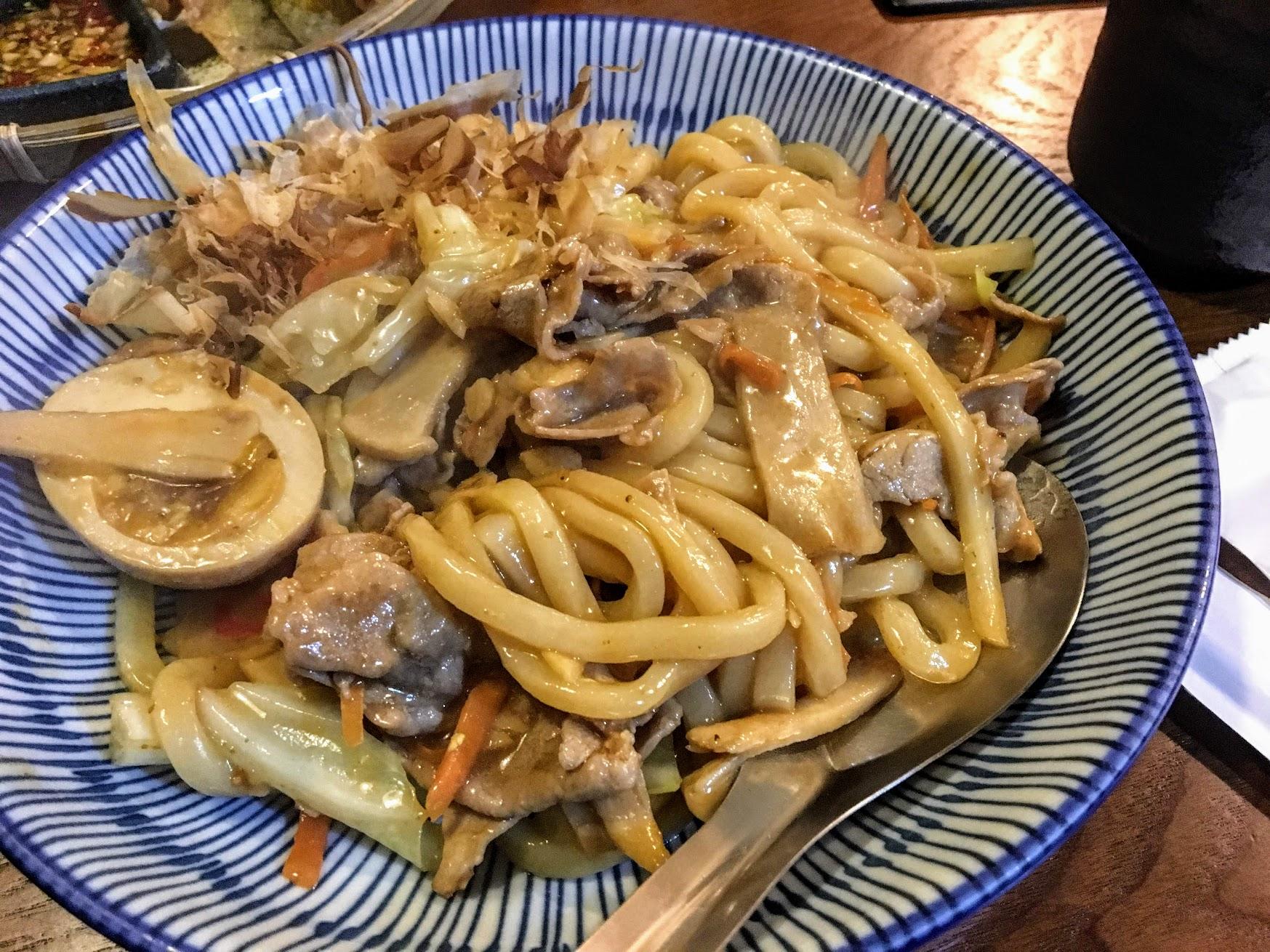 和風讚岐炒烏龍麵,料給得很多,也頗好吃的