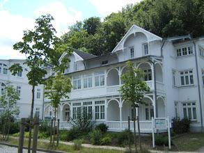 Photo: Typische Bäderstilarchitektur im Seebad BINZ/ Rügen(Villa Amanda, Putbuser Str. 12 (siehe www.freie-ferienwohnung-binz.de und www.binz-zingst-kuehlungsborn.de )