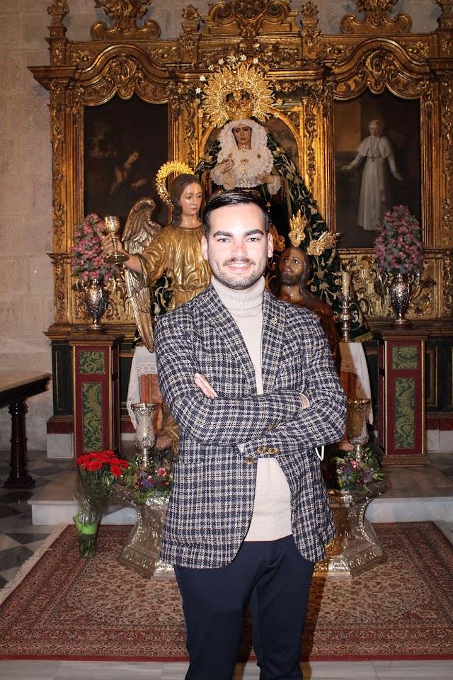 José Francisco Siles Cantón ante el Señor de la Oración en el Huerto y la Virgen del Amor y la Esperanza.