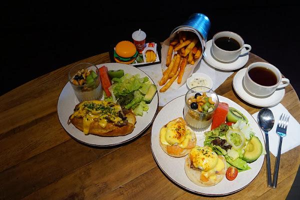 333 RESTAURANT & BAR。HOTEL QUOTE Taipei。台北小巨蛋美食。用一個悠閒的午後時光,一起享受精緻的人氣超值早午餐吧