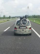 Photo: Un modo per trasportare la carrozzina...