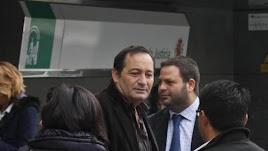 El exalcalde condenado y padre del candidato del PP, Cándido Trabalón, en los juzgados.