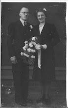 Photo: Tante Alie en Ome Leo. Zij is ook op jonge leeftijd in Den Haag gaan wonen. Jongste zuster van mijn vader. Zij is de enige van de 10 kinderen die nog in leven is, ze is 92 jaar en verblijft momenteel in een verpleeghuis in Kaatsheuvel.