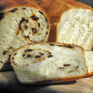 White Bread and Cinnamon Raisin Bread
