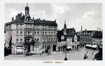 Photo: 1927 - Blick auf den Marktplatz mit Hotel Erbprinz im Hintergrund das Juleum