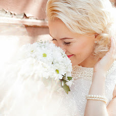 Wedding photographer Alena Gurina (runAlenka). Photo of 15.04.2014