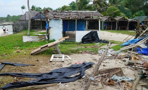 Monster cyclone tears through Vanuatu town