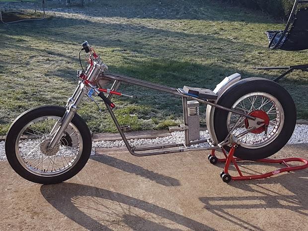 Drag Triumph Pré-Unit of a Vintage Drag Bike Association France in construction. Lionel's owner.
