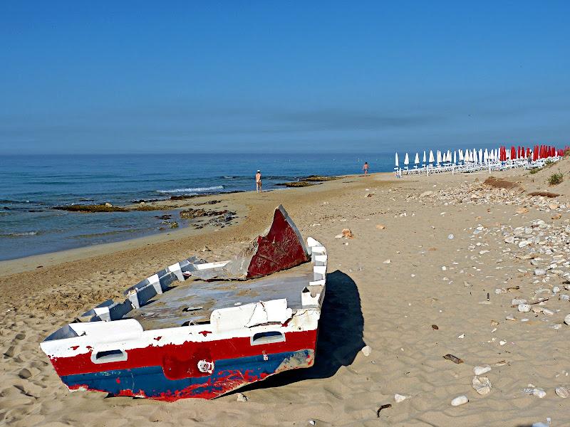 Last walks by the sea di Michele M