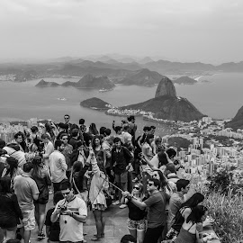 The View by Alexandre Rios - Black & White Landscapes ( amazing, picoftheday, brazil, bestoftheday, daylight, south america, black and white, rio de janeiro, people, daytime, photography, landscape )