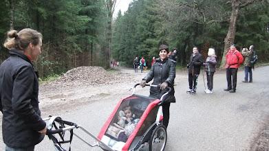 Photo: Carla et Lino se font conduire par Aysel et Romana