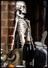 Photo: Still-Leben Champagner und Tod in St. Georg