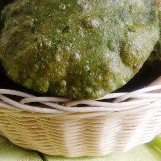 Palak Puri ~ deep fried spinach Indian bread ~ Reposted