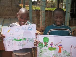 Photo: School children working on the Gatina-Pesa artwork
