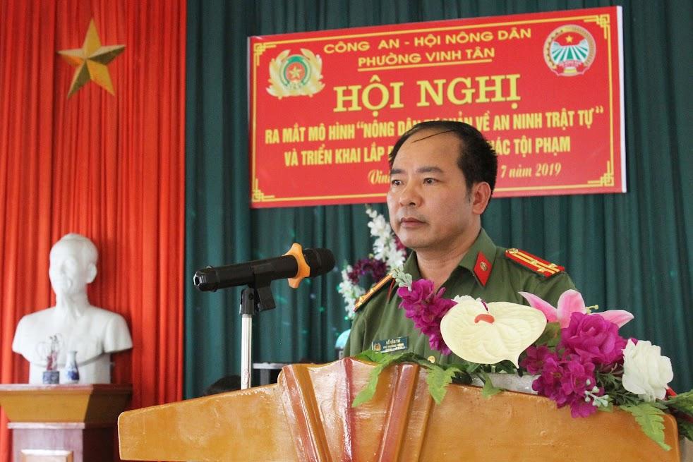 Thượng tá Hồ Văn Thi, Phó Trưởng phòng Xây dựng phong trào bảo vệ ANTQ phát biểu tại Hội nghị