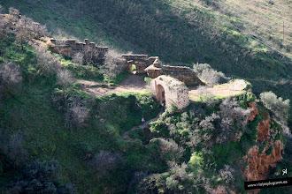 Photo: 4: Muralla de la Albacára y la Puerta del Cristo. Albacára significa recinto cercado en el exterior de la fortaleza, en el que se encontraban viviendas y construcciones de producción como molinos.. y guardaban ganado en caso de asedio.