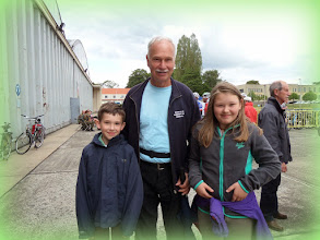 Photo: Bompa met zijn kleinkinderen