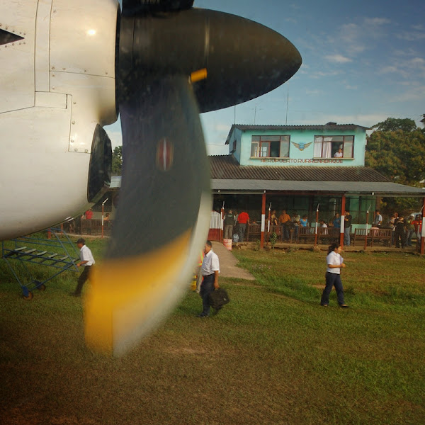 """Photo: """"letiste"""" na kraji Rurrenabaque - proste obyc louka :)"""