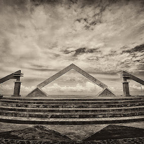 sky guardian by Erwan Photochrome - Buildings & Architecture Statues & Monuments
