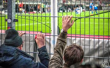 Photo: Der FC St. Pauli erkämpft sich mit Debütanten und Reservisten einen 1:0-Erfolg über Eintracht Braunschweig.  Nach einem Eckball von Dennis Daube flog der Ball zunächst am Tor vorbei, per Rückzieher brachte ihn Florian Kringe wieder in die Strafraummitte, per Hechtsprung und Kopfball erzielte Sobiech das frühe 1:0 für St. Pauli.