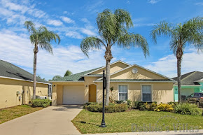Orlando villa, gated community, close to Disney, private pool with lake view, games room