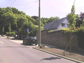 Photo: Fast am oberen Ende der Christian-Rohlfs-Straße (welche im Dritten Reich nach dem Nazi-Ideologen ,Alfred-Rosenberg-Straße' hieß) stand auf der westlichen, hier rechten Seite (also unweit der Villa Funcke) eine Villa, welche im Zweiten Weltkrieg zerstört und danach nicht wiederaufgebaut wurde.