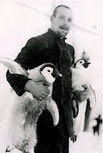 Photo: Hudson , oficial de puente , con crías de pingüinos emperador, 12 enero 1915
