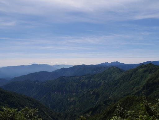 左奥に木曽御嶽山