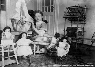 Photo: hamburger Mädchen ca. 1906 mit ihrer Puppenstube  The toy doll of my grandmother