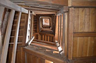 Photo: La scala in legno che permette di salire fino alla sommità della torre