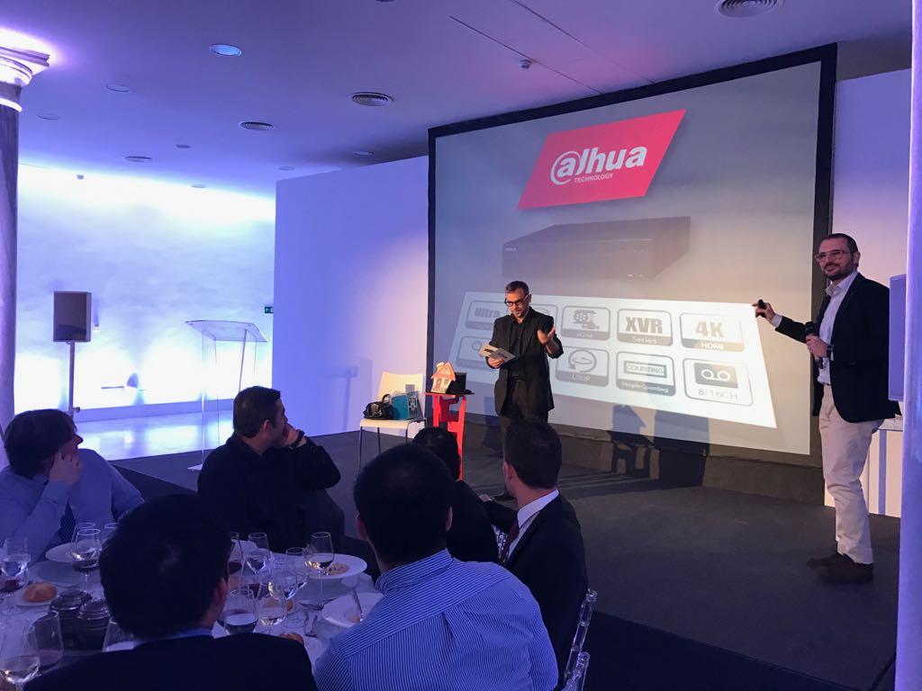 Magia personalizada para evento Dahua en Palacio Neptuno 2017