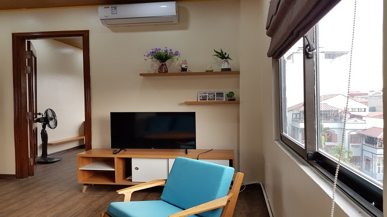 Nice 1 – bedroom apartment with good price in Dang Thai Mai street, Tay Ho district for rent