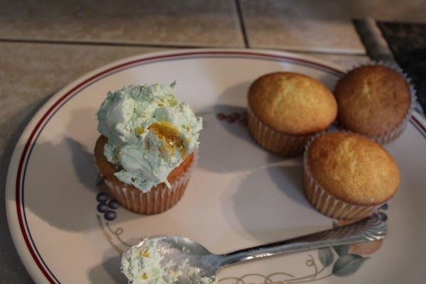 Top each cupcake with about 2 tablespoons of topping.