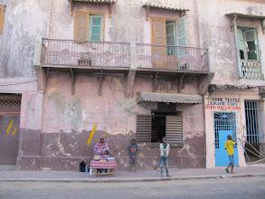 Photo: Sn5Ins0501-160205'boulangerie', 'fenêtre-guichet' de vente de pains, StLouis, face entrée hôtel IMG_0483