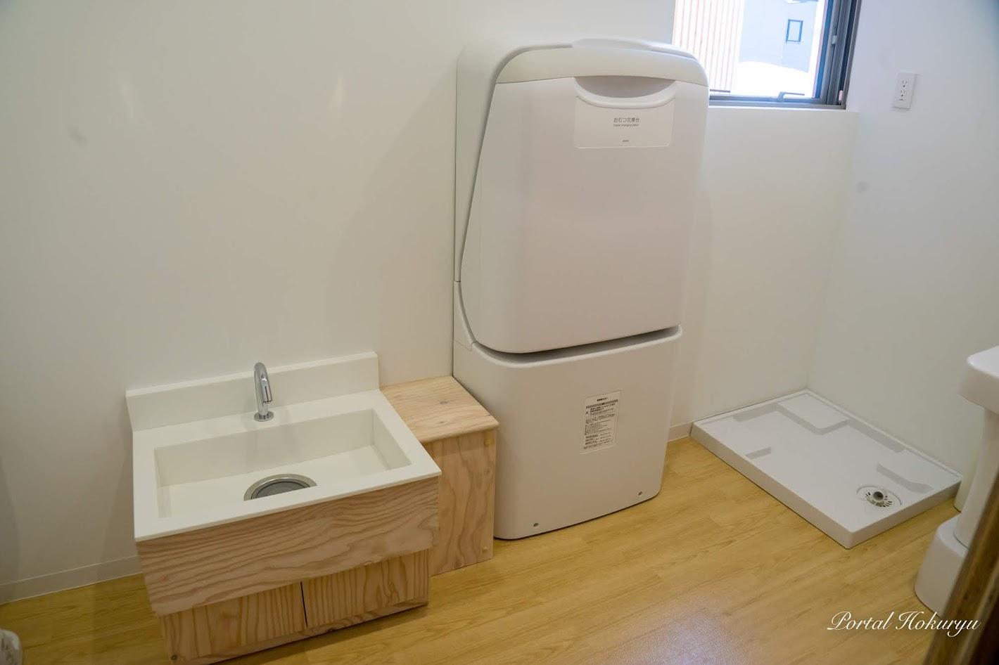 水道・手洗い、おむつ交換台、洗濯機置き場