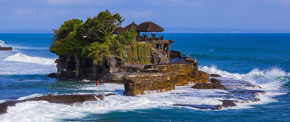 Best_Places_To_Visit_In_Indonesia_Pura_Tanah_Lot