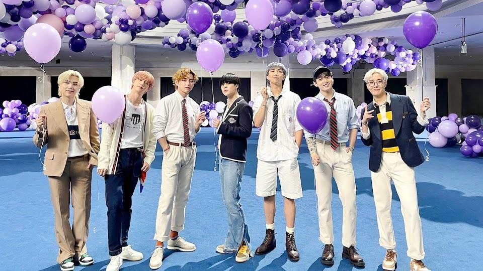 bts with balloons