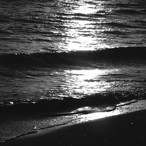 Sunrise in Varadero by Paul Popovici - Black & White Landscapes