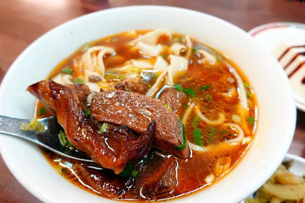 老山東牛肉麵|超適合帶外國人來吃的台北牛肉麵!西門町空間讚!