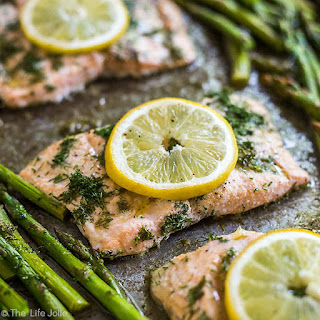 20 Minute Sheet Pan Lemon Dill Salmon and Asparagus Recipe