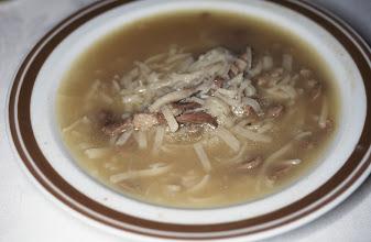 Photo: 03073 ウランバートル/ホテル/食事/ヒツジ肉ウドン/ゴリルティ・ショル/羊肉の細切れを使った長さ4~5㎝の平らなウドン入りスープ。塩味