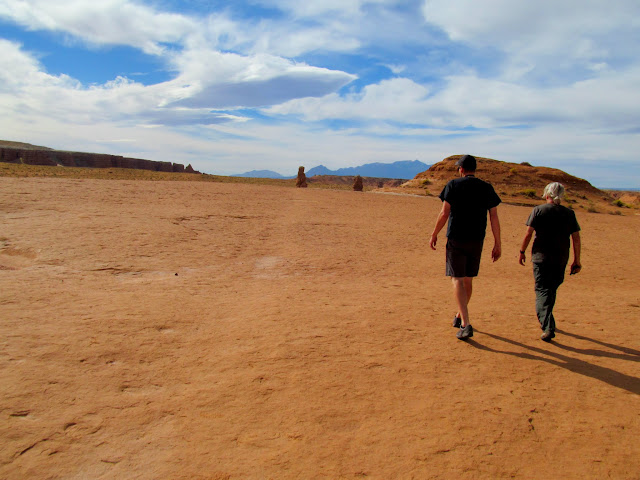 Walking the old wagon route between Green River and Hanksville