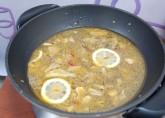 добавьте пару долек лимона без кожуры для супа с чечевицей