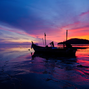 Permatang sunset by Izham Khalid - Landscapes Travel ( reflection, sky, sunset, sampan, penang, low tide, seaside )
