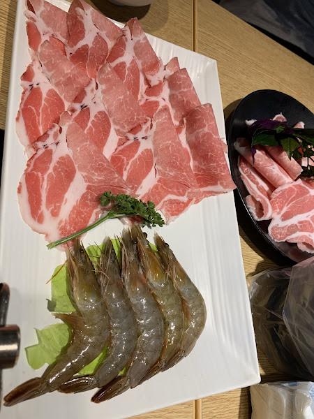 這是一間CP超高的餐廳 肉質非常鮮美 海鮮也很好吃 重點是工作人員也很和善 每次回來一定要去吃的店👍👍👍