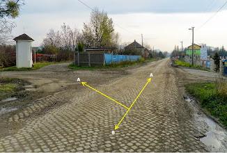 """Photo: KUNČIČKY U BAŠKY. MÍSTNÍ KOSTKOVANÁ A PRAŠNÁ SILNICE (A) - trasa rovně směr Hodoňovice, Beskydy, cca 1 km po kostkách (A)  - trasa vlevo se po cca 1 km napájí na trasu """"rovně"""", ale je po šotolině (B) - trasa směr F- M, Paskov"""
